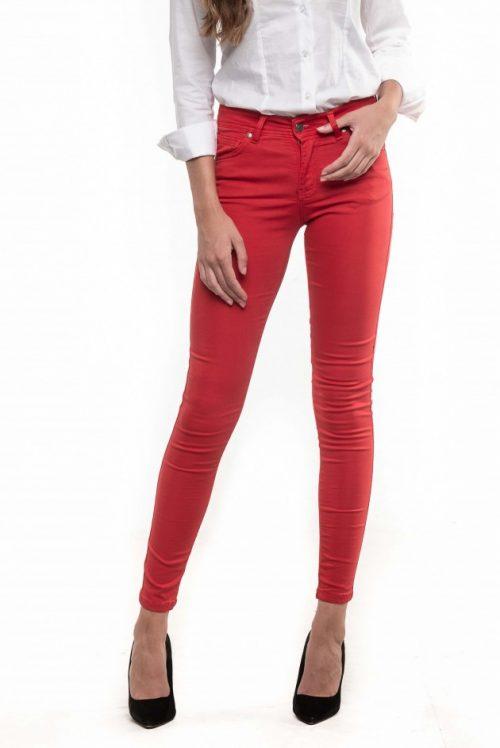 Pantalón color rojo de la marca A la Vaquera