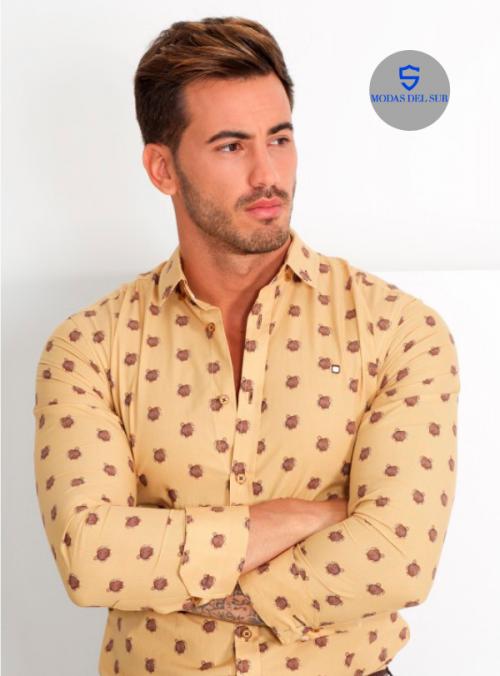 camisa con tortugas, fondo color mostaza de la marca Yellow skin
