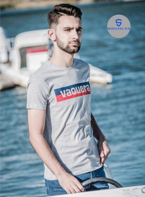 Camiseta de manga corta de la marca a la Vaquera, color gris con logo en el pecho.