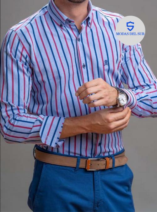 camisa de rayas azules y rojas